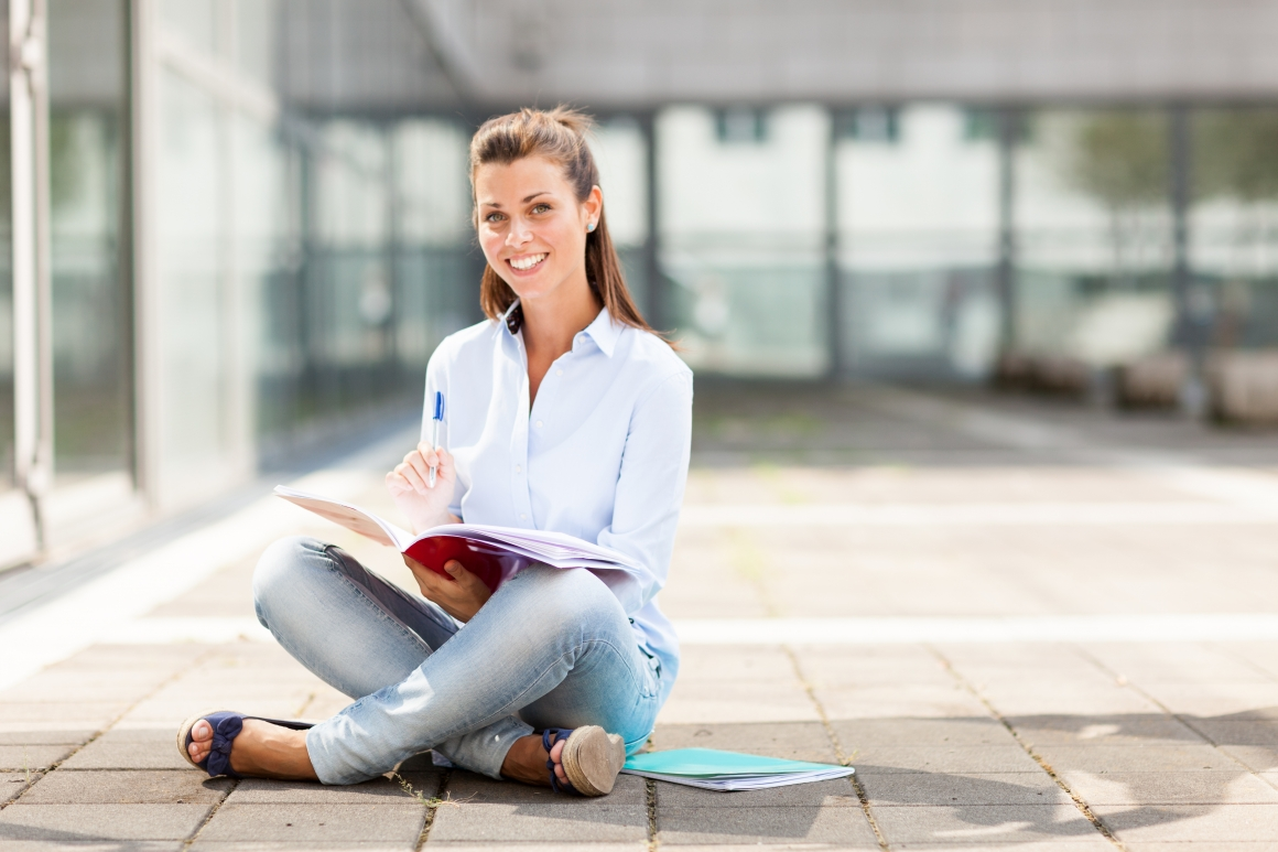 8 Smart Financial Tips for College Students to be.